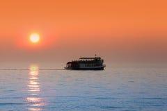 Fartyget turnerar i Lake Michigan Arkivfoto