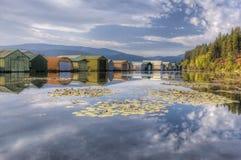 Fartyggarage på den lugna sjön arkivbilder