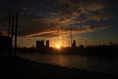 Fartyghamn och solnedgång fotografering för bildbyråer
