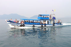 Fartygherrenhenry morgan med turister Royaltyfri Foto