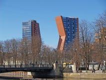 fartygklaipedalithuania meridianas mest symboler för en igenkännliga s-segling Två höghus av det Klaipeda hotellet Royaltyfri Bild