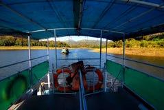 Fartygkryssning av Periyar sjön Royaltyfri Bild