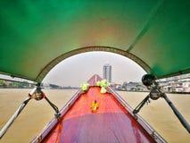 Fartygkryssning för lång svans på chaoen Phraya River, Bangkok, Thailand royaltyfria foton