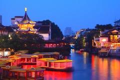Fartygkryssning på kanalen i den Konfucius templet Royaltyfri Bild