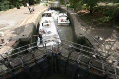 fartyglåsmanoeuver arkivbilder
