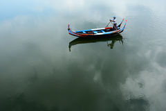 Fartygmannen på Tayngthaman sjön Royaltyfri Bild