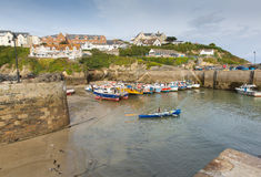 FartygNewquay hamn Cornwall England UK Arkivfoton