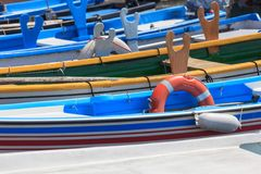 Fartygparkering i Bardolino arkivfoton