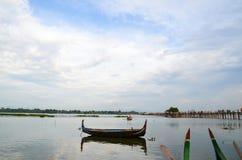 Fartygridning i Amarapura, nära den U-bein bron Arkivfoto