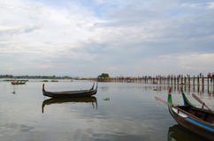 Fartygridning i Amarapura, nära den U-bein bron Royaltyfri Bild