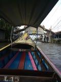 Fartygritt till och med en sväva marknad i Thailand royaltyfri bild