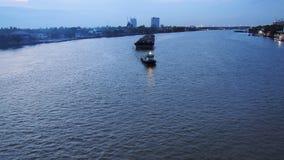 Fartygsändnings i aftontid royaltyfria bilder
