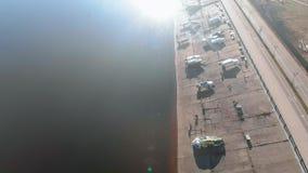 Fartygstation eller f?rt?ja f?r fartyg, flyg- filmande fr?n surret stock video