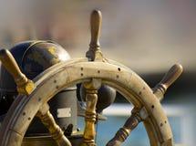 fartygstyrningshjul royaltyfria bilder