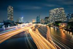 Fartygtrafik på den Chao Phraya floden i Bangkok Royaltyfri Bild
