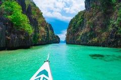 Fartygtur i den blåa lagun Royaltyfria Bilder
