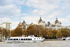 Fartygtur längs flodThemsen Royaltyfria Foton