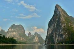 Fartygtur på den Li floden nära Yangshuo Fotografering för Bildbyråer