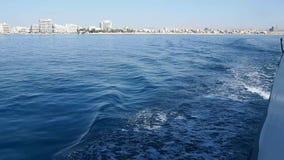 Fartygtur på en yacht längs medelhavet arkivfilmer