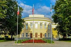 Fasad av byggnaden för regional administration av Veliky Novgorod, Ryssland fotografering för bildbyråer