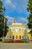Fasad av byggnaden för regional administration av Veliky Novgorod, Ryssland - arkitektursikt arkivfoto
