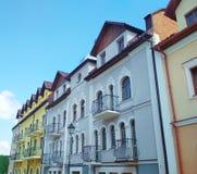 Fasad av byggnaderna, Kamenets-Podolsky, Ukraina royaltyfria foton