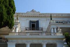 Fasad av den Achilleion slotten arkivfoton