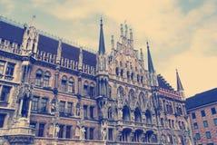 Fasad av den berömda Townhallen Munich Royaltyfria Bilder
