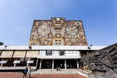 Fasad av den Biblioteca för centralt arkiv centralen på det Ciudad Universitaria UNAM universitetet i Mexico - stad - Mexico nord arkivfoto