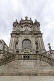 Fasad av den Clerigos kyrkan & x28en; Torre DOS Clerigos& x29; , är en berömd panorama- synvinkeldestination av den Porto staden Fotografering för Bildbyråer