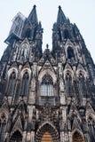 Fasad av den Cologne domkyrkan på aftonen för berömdt värld för unesco för lokal för landmark germany för domkyrkacologne arv int arkivfoto