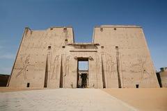 Fasad av den Edfu templet Arkivfoto