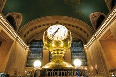 Fasad av den Grand Central terminalen på skymning i New York Arkivbilder