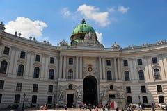 Fasad av den Hofburg slotten Arkivbild