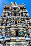Fasad av den indiska templet med trevliga detaljer royaltyfri bild