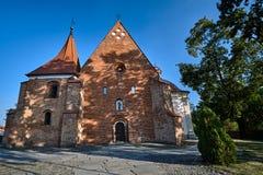 Fasad av den katolska gotiska kyrkan Royaltyfri Foto