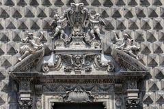 Fasad av den kyrkliga Gesuen Nuovo i Naples, Italien Arkivfoton