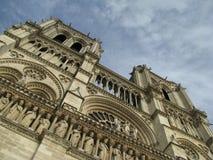 Fasad av den Notre Dame Our Lady domkyrkan i Paris royaltyfri foto