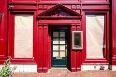 Fasad av den stängda missade restaurangen Arkivbild