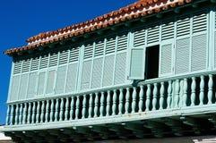 Fasad av den typiska koloniala byggnadsutvecklingen royaltyfri foto