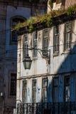 Fasad av det gamla huset i det Alfama området, Lissabon Arkivfoto