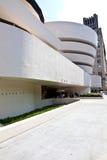 Fasad av det Guggenheim museet i New York City Royaltyfri Fotografi