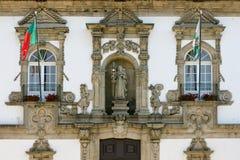Fasad av det Guimaraes stadshuset, Portugal Arkivbilder