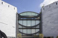Fasad av det nationella museet av modernt och samtida konst arkivbilder