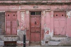 Fasad av det röda målade traditionella Huguenot huset för vävare` s på den Princelet gatan, Spitalfields, östliga London, UK arkivfoton