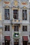 Fasad av 'det svan' skråhuset på Grand Place, Bryssel (kommunen), Bryssel (huvudstaden & regionen), Belgien Royaltyfri Fotografi