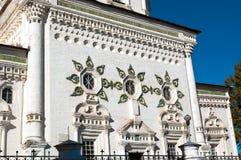 Fasad av domkyrkan för helig Treenighet i Verkhoturye Mellersta Urals fotografering för bildbyråer