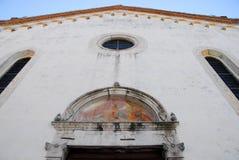 Fasad av domkyrkan i det Oderzo landskapet av Treviso i Venetoen (Italien) Royaltyfri Foto