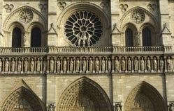 Fasad av domkyrkan Notre Dame de Paris Arkivbild