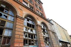 Fasad av en övergiven industriföretag royaltyfri foto